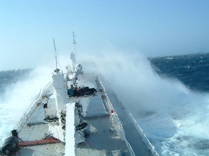 Photos d'accidents et de tempête en mer - Page 2 22268112