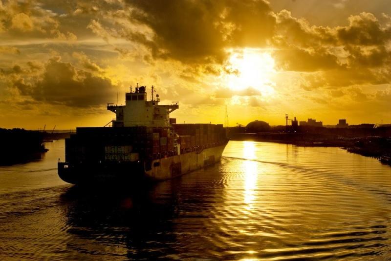 les plus belle photos de couchers de soleil - Page 3 22380810