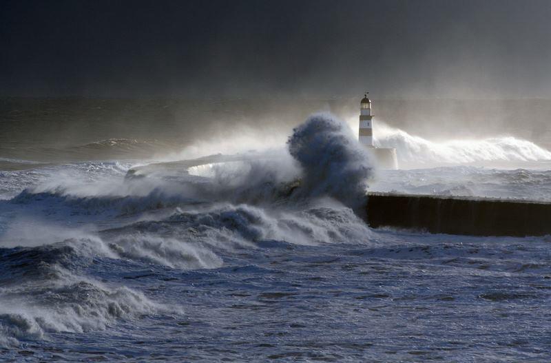 Photos d'accidents et de tempête en mer - Page 6 22490010