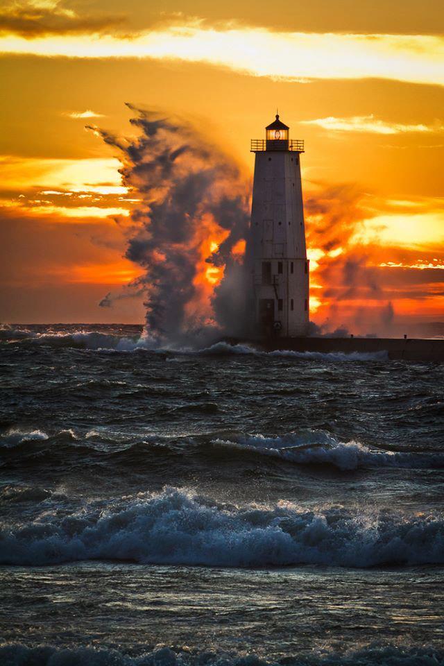 Photos d'accidents et de tempête en mer - Page 6 22494710