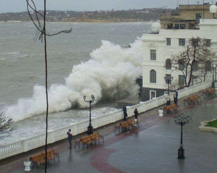 Photos d'accidents et de tempête en mer - Page 2 22922311