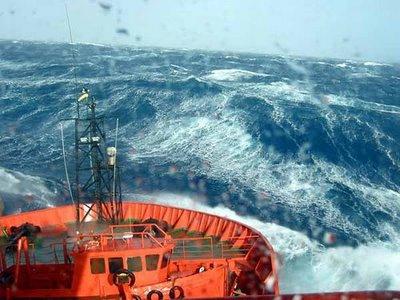 Photos d'accidents et de tempête en mer - Page 2 22931910