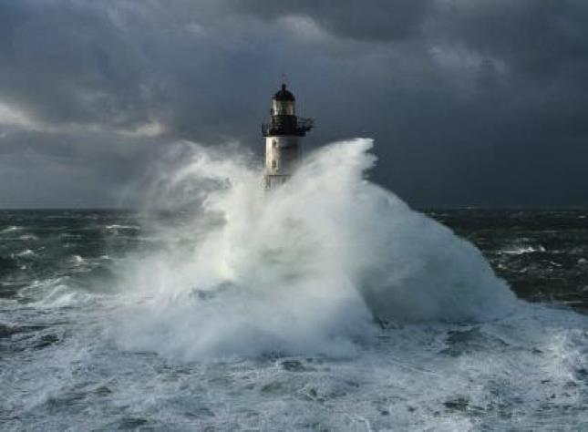 Photos d'accidents et de tempête en mer - Page 6 28226010