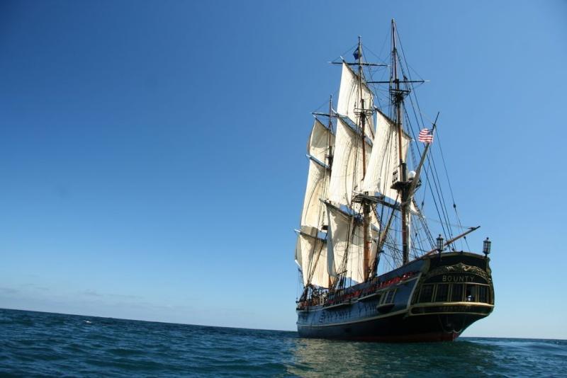 Les plus belle photos du HMS Bounty - Page 2 29095210