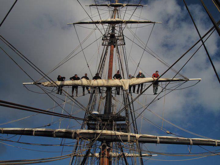 Les plus belle photos du HMS Bounty - Page 2 29351210