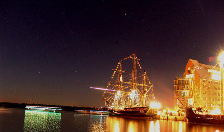 Les plus belle photos du HMS Bounty - Page 2 29481410