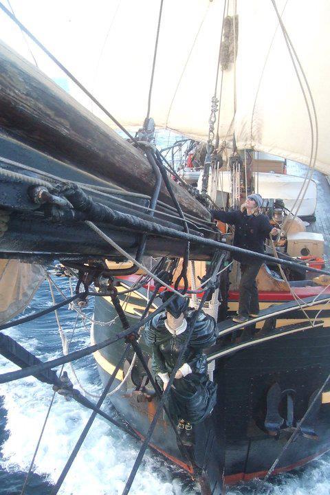Les plus belle photos du HMS Bounty - Page 2 29733210