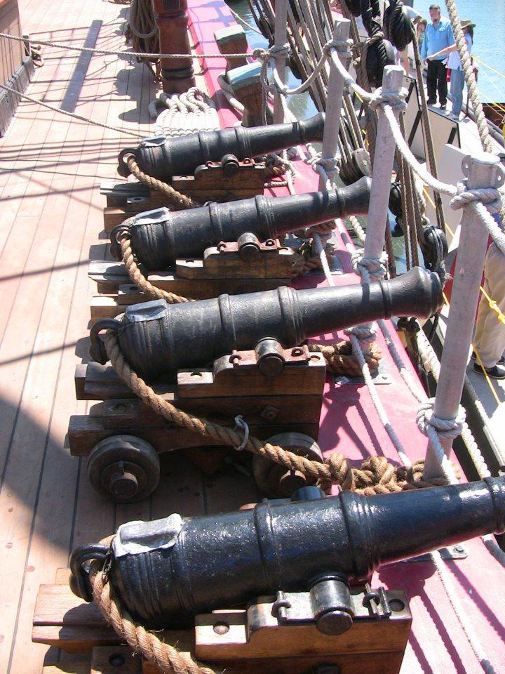 Les plus belle photos du HMS Bounty - Page 2 30024110