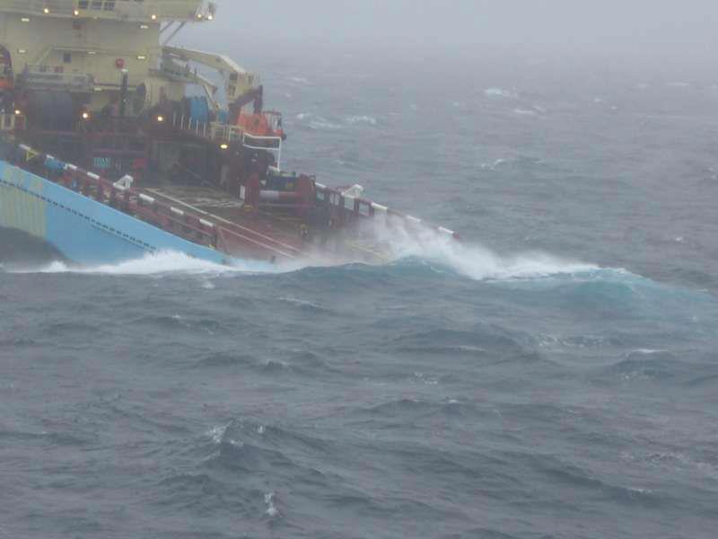 Photos d'accidents et de tempête en mer - Page 2 30172112