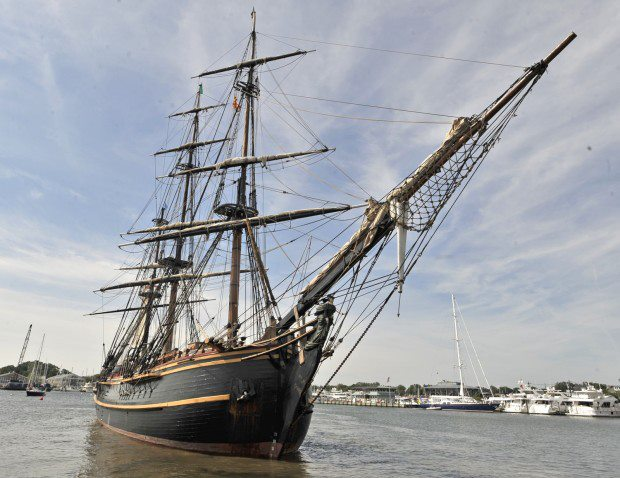 Les plus belle photos du HMS Bounty - Page 2 30175410
