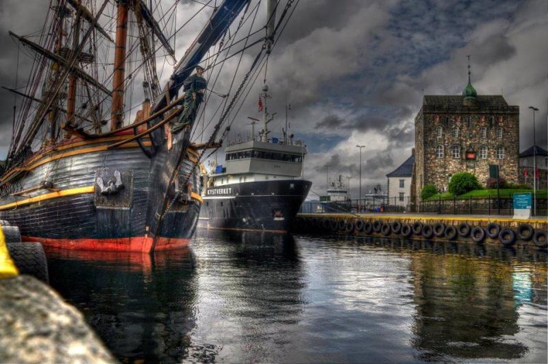 Les plus belle photos du HMS Bounty - Page 2 30239210