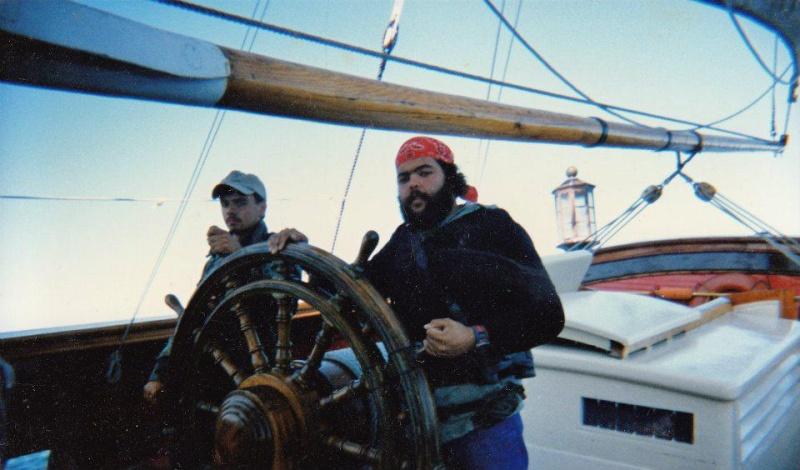 Les plus belle photos du HMS Bounty - Page 2 30294810
