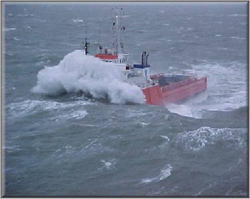 Photos d'accidents et de tempête en mer - Page 2 30614410