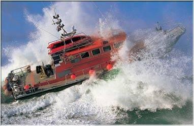 Photos d'accidents et de tempête en mer - Page 2 30614411