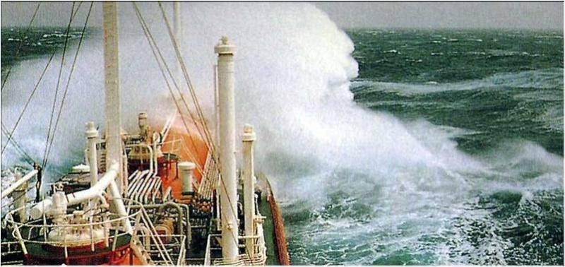 Photos d'accidents et de tempête en mer - Page 2 30614412