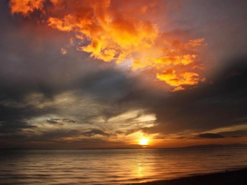 les plus belle photos de couchers de soleil - Page 3 30624810