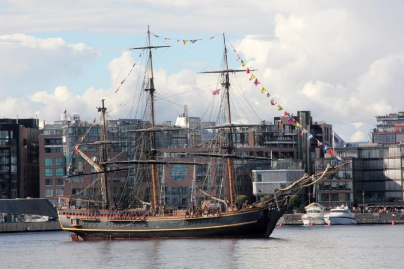 Les plus belle photos du HMS Bounty - Page 2 30688210