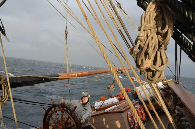 Les plus belle photos du HMS Bounty - Page 2 30986110
