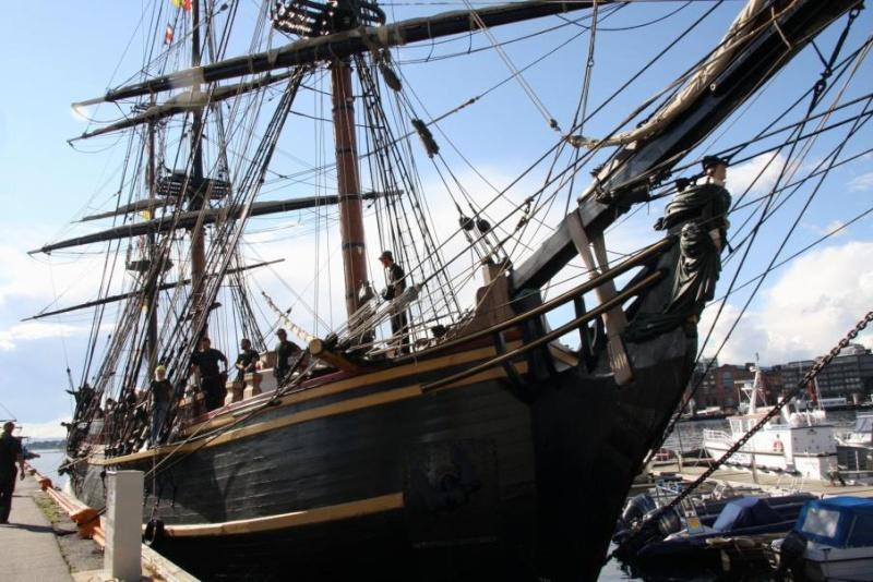 Les plus belle photos du HMS Bounty - Page 2 31534210