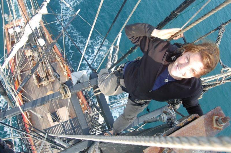 Les plus belle photos du HMS Bounty - Page 2 31763110
