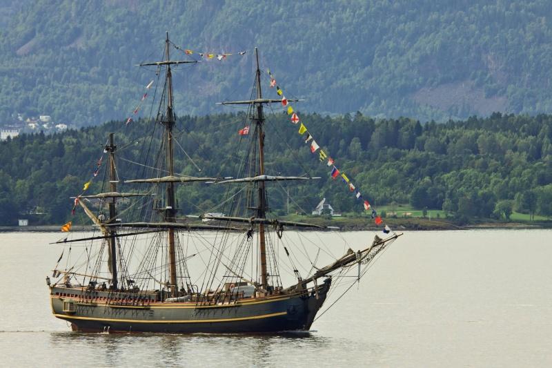 Les plus belle photos du HMS Bounty - Page 3 32171410