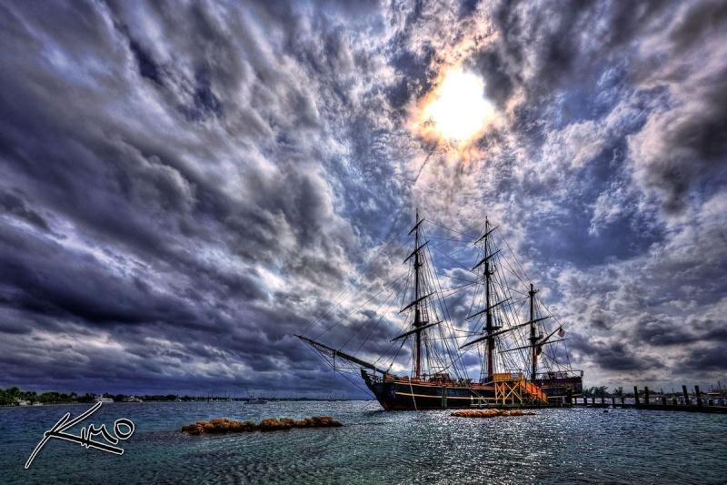 Les plus belle photos du HMS Bounty - Page 3 32730710