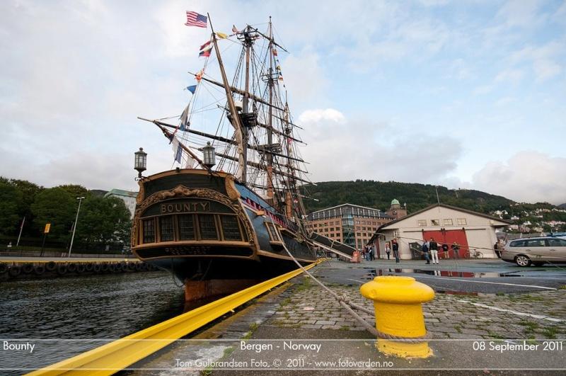 Les plus belle photos du HMS Bounty - Page 3 33943210