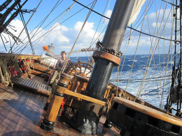 Les plus belle photos du HMS Bounty - Page 3 37565810