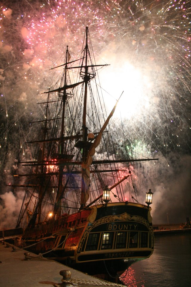 Les plus belle photos du HMS Bounty - Page 3 37577010