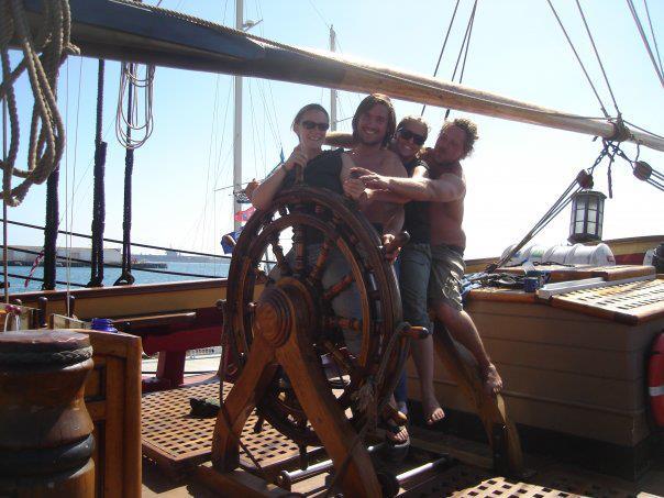 Les plus belle photos du HMS Bounty - Page 3 38334710