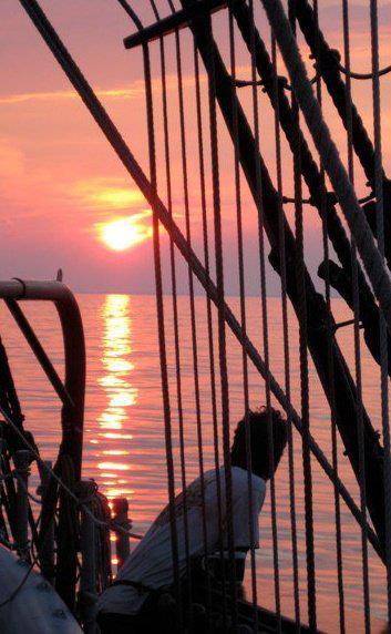 Les plus belle photos du HMS Bounty - Page 3 38881510