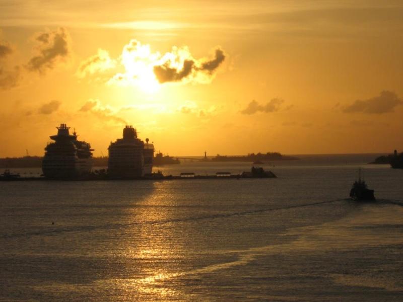 les plus belle photos de couchers de soleil - Page 4 39282910