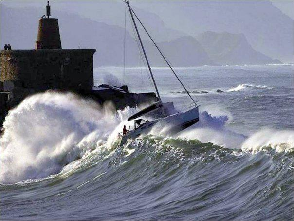 Photos d'accidents et de tempête en mer - Page 6 39895410