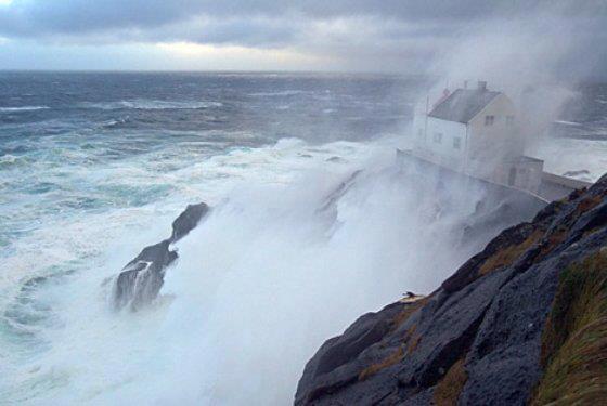 Photos d'accidents et de tempête en mer - Page 6 40196110