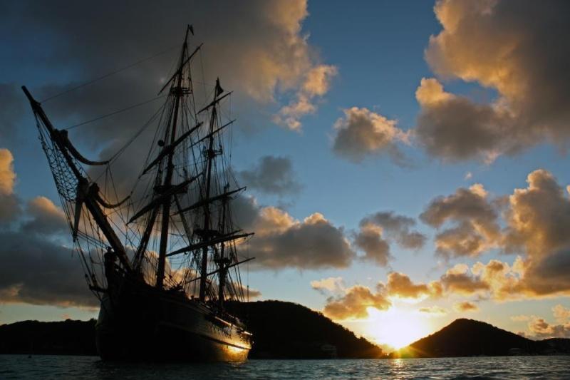 Les plus belle photos du HMS Bounty - Page 3 40470110