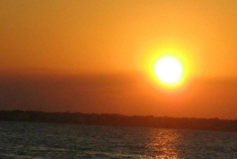 les plus belle photos de couchers de soleil - Page 6 40812510
