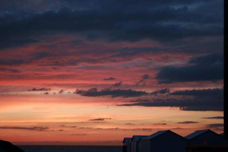 les plus belle photos de couchers de soleil - Page 6 45887010