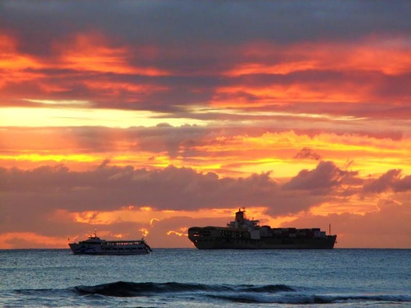les plus belle photos de couchers de soleil - Page 8 48033010