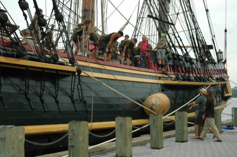 Les plus belle photos du HMS Bounty - Page 4 52504510