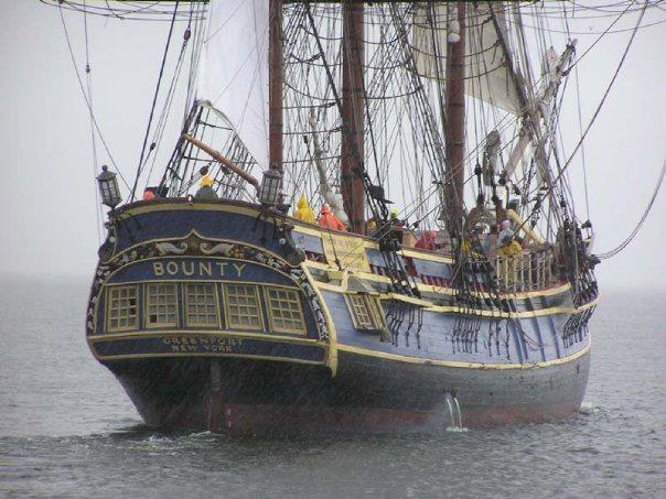 Les plus belle photos du HMS Bounty - Page 4 52695310