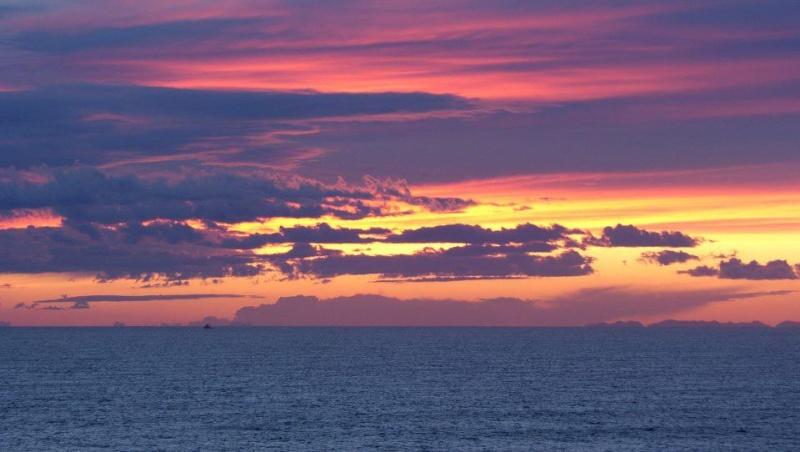 les plus belle photos de couchers de soleil - Page 3 53944810