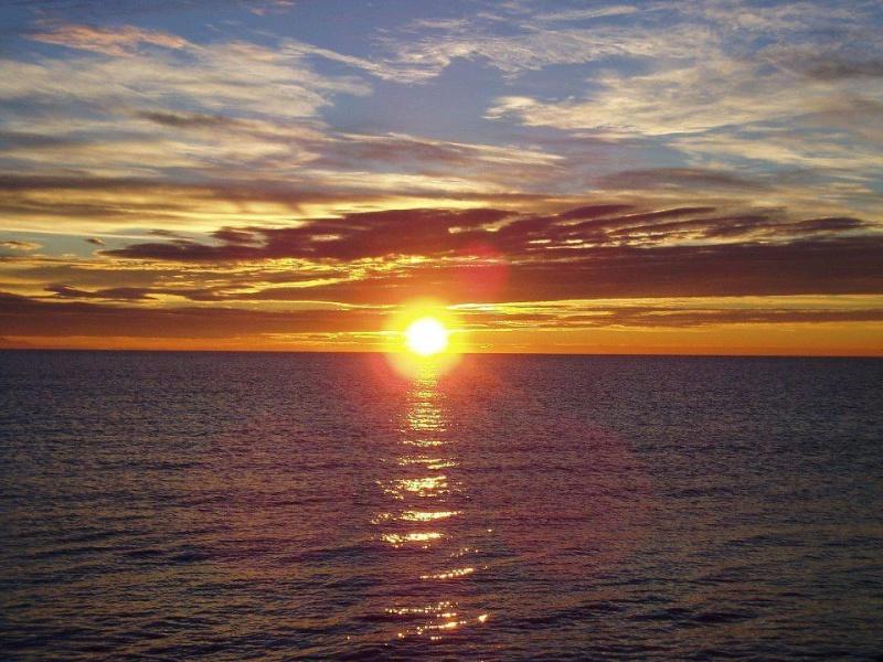 les plus belle photos de couchers de soleil - Page 3 54090210