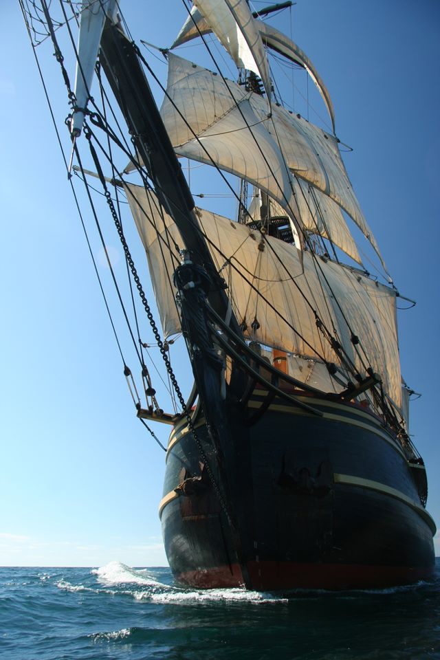 Les plus belle photos du HMS Bounty - Page 4 54645810