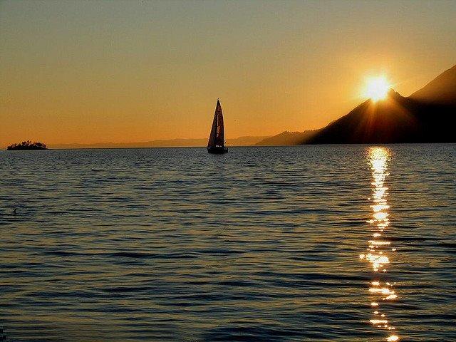 les plus belle photos de couchers de soleil - Page 6 54795610