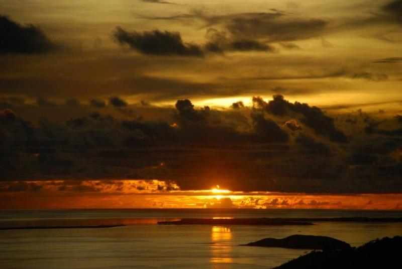 les plus belle photos de couchers de soleil - Page 3 54817110