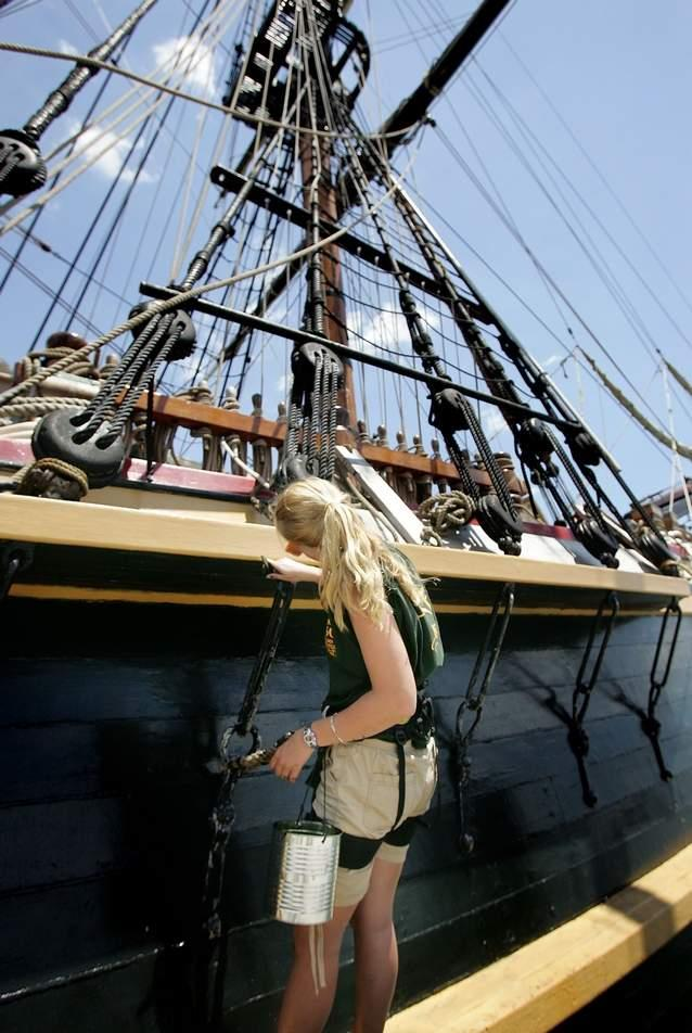 Les plus belle photos du HMS Bounty - Page 4 54848410