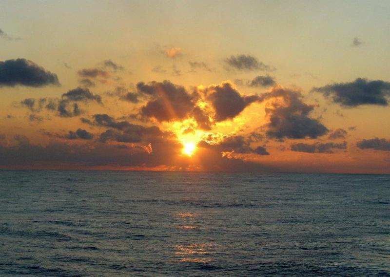 les plus belle photos de couchers de soleil - Page 3 55371510