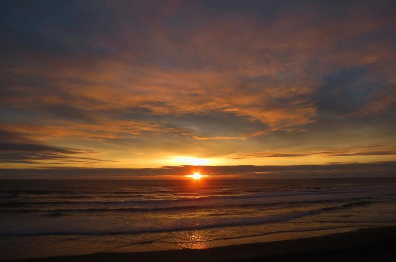 les plus belle photos de couchers de soleil - Page 3 56273810