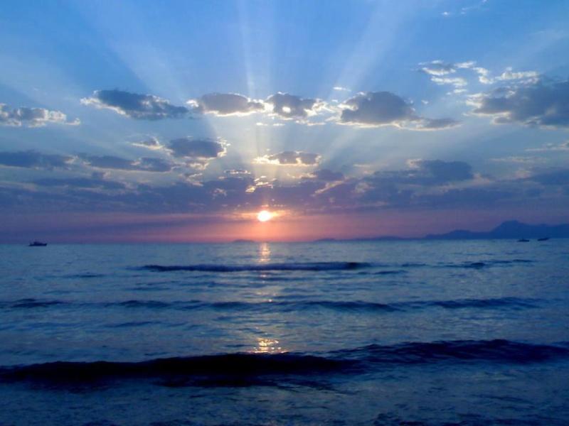 les plus belle photos de couchers de soleil - Page 3 56289310