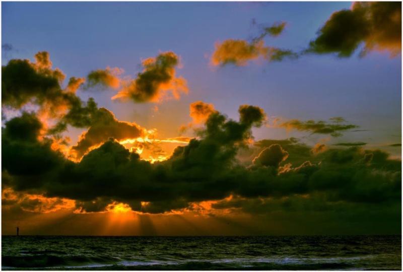 les plus belle photos de couchers de soleil - Page 3 56413510